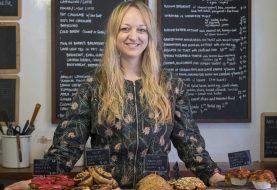 Veilchenkuchen: Alles, was Sie über den Royal Wedding Cake Maker wissen müssen