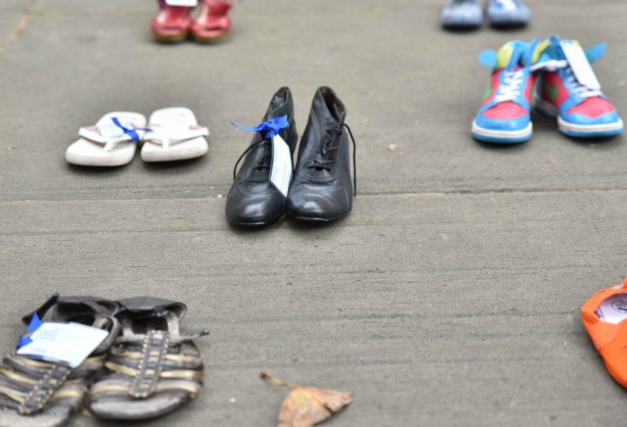 Der wichtige Grund, warum die Leute Schuhe in den Städten lassen