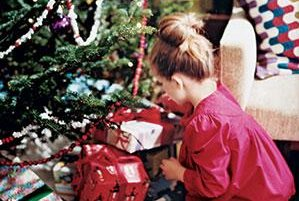 Etiquette Questions, Answered: Holidays and Gifts
