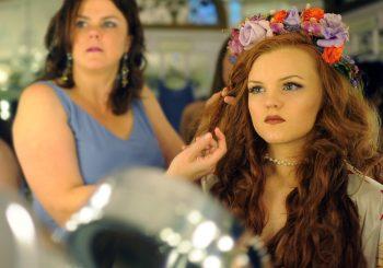 Holen Sie sich wunderschöne Haarspangen mit Clip-In-Haarverlängerungen