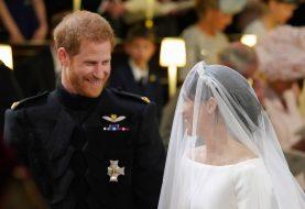 Hier ist, was Prinz Harry gerade am Altar in Meghan Markles Ohr geflüstert hat