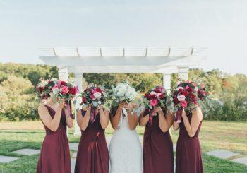 Wie Sie Ihre Brautjungfern und Groomsmen sanft anstoßen, um ihre S # * & Together zusammen zu bekommen