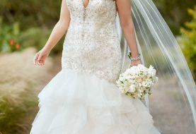 Perlenbesetztes Brautkleid in Übergröße mit strukturiertem Rock