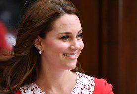 Kate Middleton trug etwas von der Königin, um das königliche Baby der Welt anzukündigen