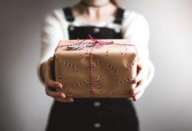 11 Geschenke der Gastgeberin, die Sie heute bestellen und bis Weihnachten ankommen können